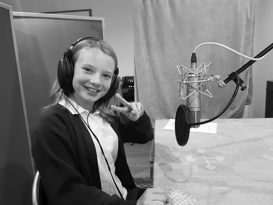 maisie-profile-image-what-a-voice-b&w-girl-mic-headphones-talent.jpg