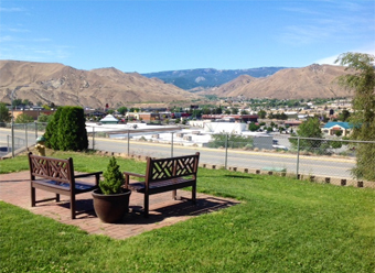 East_Wenatchee_Assisted_Living_WA_-_Exterior_3.jpg