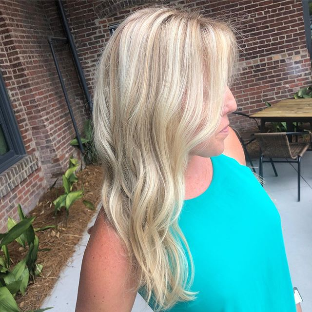 Once a blonde always a blonde...with a little help for our expert colorists.  Color @sarahhvroon  Cut @austinndw  Top @trescarmen . . . . . . . . #blonde #blondes #blondie #blondehair #blondebalayage #blondehighlights #blond #sunlights #balayage #hilights #oribe #oribeobsessed #hairsalon #hairsalonchs #chs #chshairsalon #chshairsalons #chssouthcarolina #charleston #charlestonsc