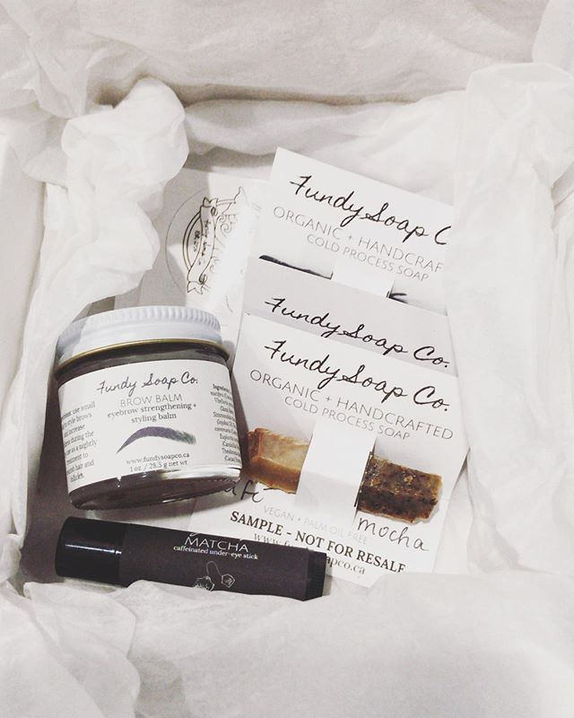 My favorite local company at the moment has to be @fundysoapco 🍃 . The products are all natural, locally made and the owner is the cutest human ever. I've been using the brow balm for months, the undereye matcha balm has to be my favorite thing to put on my face every night and the soaps SMELL AMAZING. I also don't need to worry what goes on my face because I know that the products don't contain any kind of harmful chemicals or fillers. Go follow her Instagram to support local businesses and I definitely suggest trying some of her products 🌻