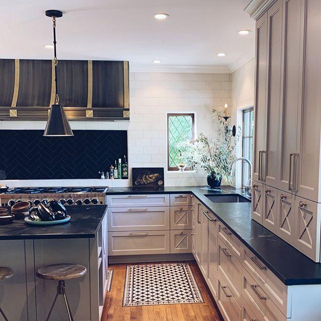 Kitchen at Downey Place#sterryarchitecture #piedmontarchitects #oaklandarchitects #nicoleyeeinteriors