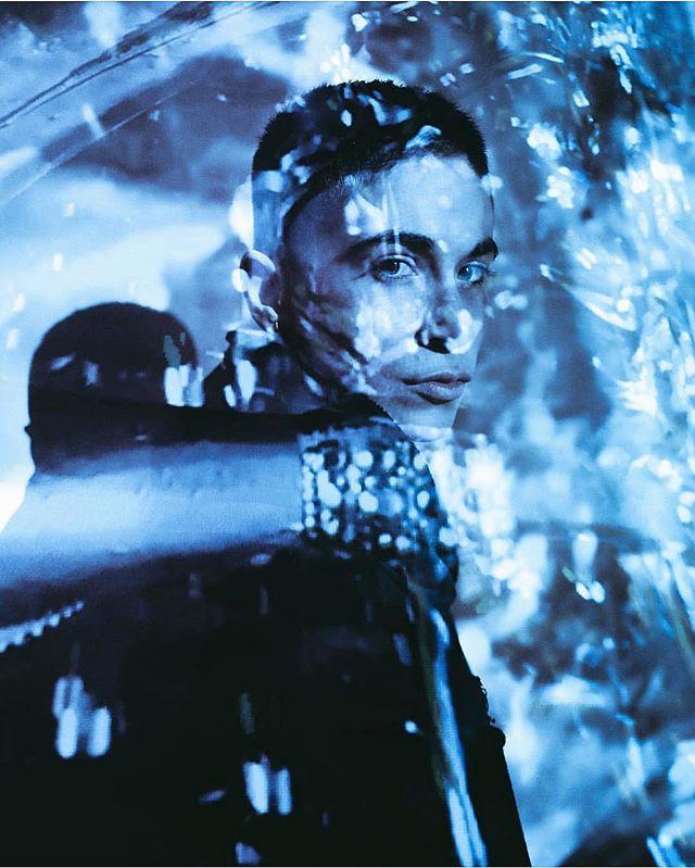 Me in front of #MarilynMinter projection ❄️ @castillonaire #tbt . . . . . . . . #lgbtq #lgbtqia #lesbiansofinstagram #queer #gay #nonbinary #androgynous #boi #genderfluid #portraitphotography #genderqueer #abstract #abstractart #photography #digitalart #artist #artwork #art #projectionart #digitalpainting #videoart #artistsoninstagram #pursuitofportraits #makeportraits #instaart #contemporaryart #modernart #abstractartist