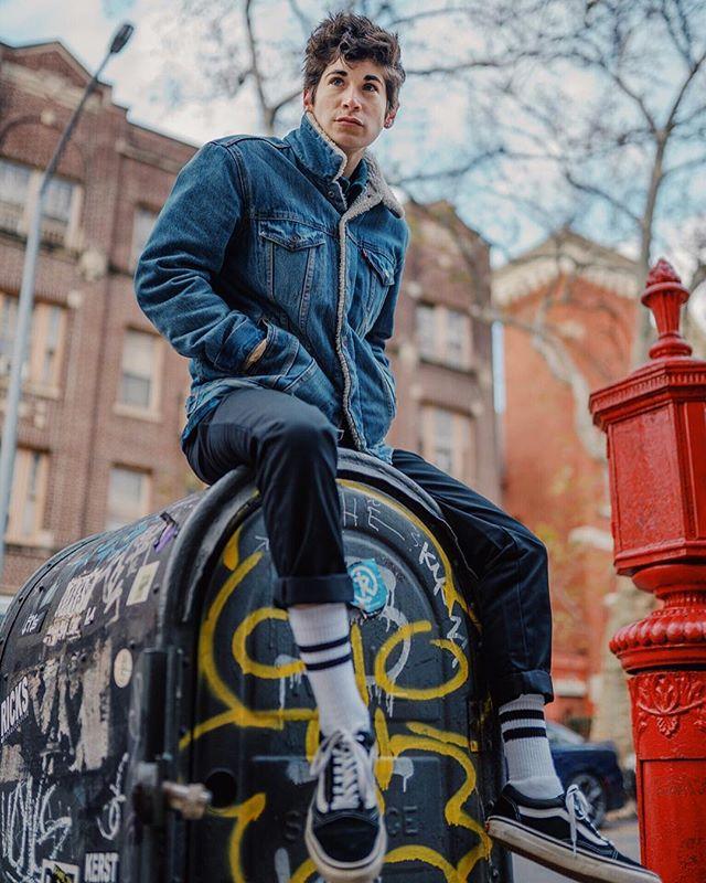 Mr. Postman ✉️📫 @kx_ports . . . . . . . #fashion #lgbtq #lgbtqia #queer #gay #nonbinary #denim #androgynous #style #boi #tomboy #genderqueer #androgyny #makeportraits #portraits #agameoftones #streetwear #streetstyle #streetdreamsmag #urbanromantix #fashionblogger #ootd #sportswear #greenpoint #aovportraits #haircut #hairstyles