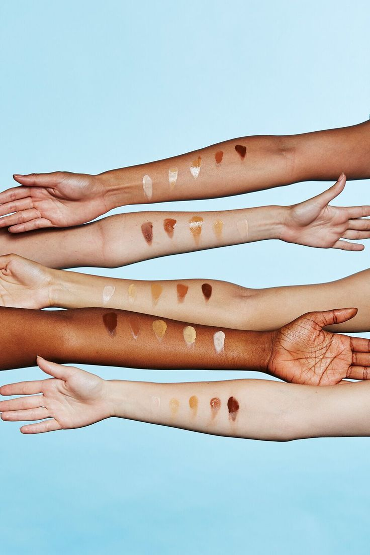 Glossier swatches of Perfecting Skin Tint represented in different shades.
