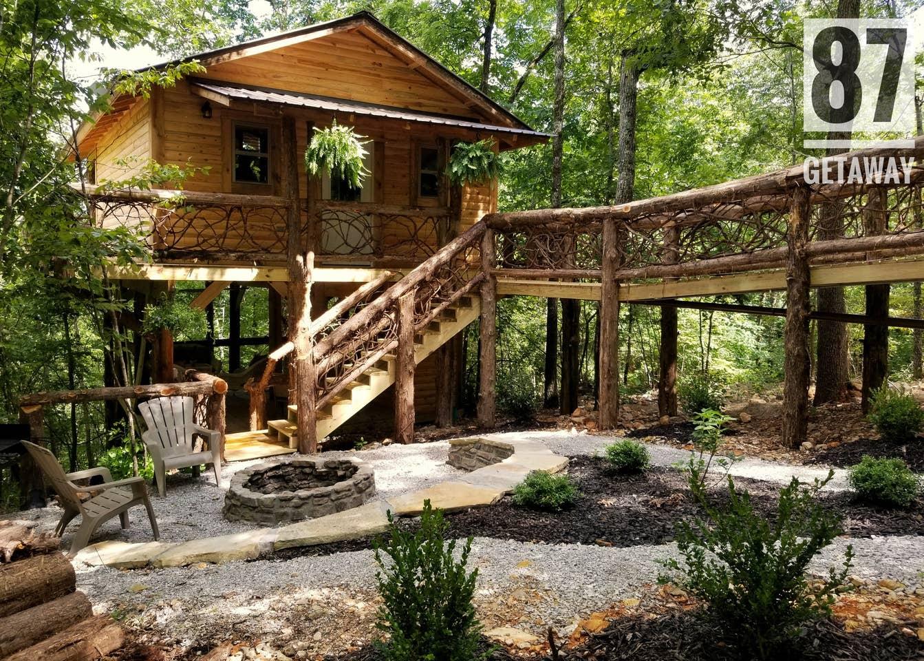 87Getaway Treehouse Escape