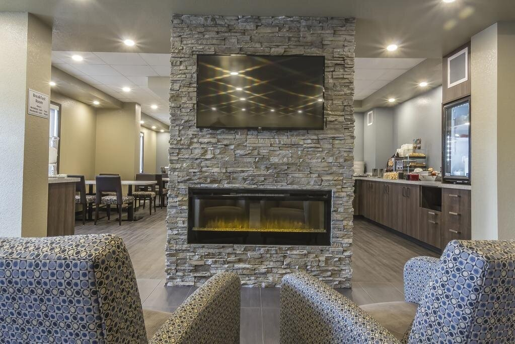 No matter what takes you away from home, Moose Jaw's newest hotel is here to make your stay simple and enjoyable. The Quality Inn & Suites offer just the right amenities so you can stay in in both comfort and convenience. The longer you stay with us, the more you save!