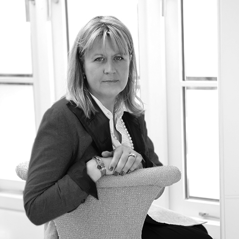 Emma Deterding - Director   Emma has been in the industry for over 20 years and brings with her a wealth of experience. Her ability to offer a well-thought-out scheme for private clients at home and abroad has been honed over years of working in the London sales and rental markets, where her passion for interiors began.  Her flair for decorating rental properties developed into a successful interior design company and Kelling Designs was born. Since then, Emma has worked on numerous domestic and commercial projects in London and overseas, and her reputation for not shying away from colour and pattern sets her apart in the market.