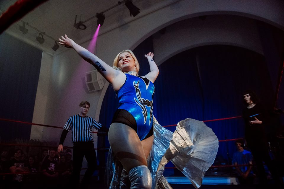 Sierra Loxton makes her entrance at the Brighthelm Centre (photo: The Head Drop)