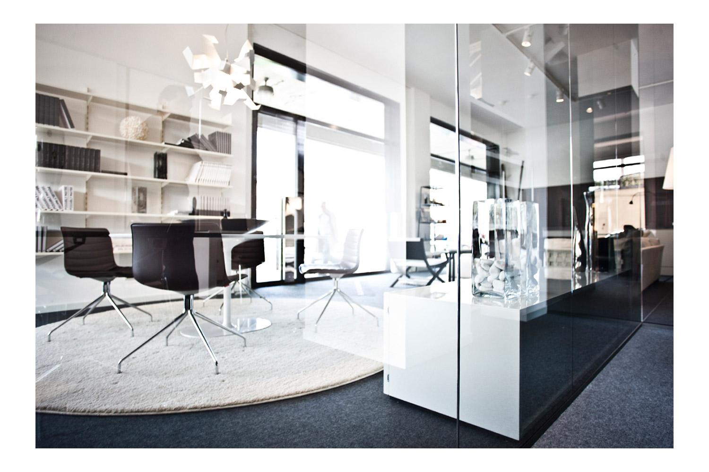— Showroom - Dal 1957 in via Romea 58 a Ravenna.Da tre generazioni le scelte mirate e le varie specializzazioni hanno portato il nostro showroom ad essere l'espressione della ricerca di design e funzionalità.