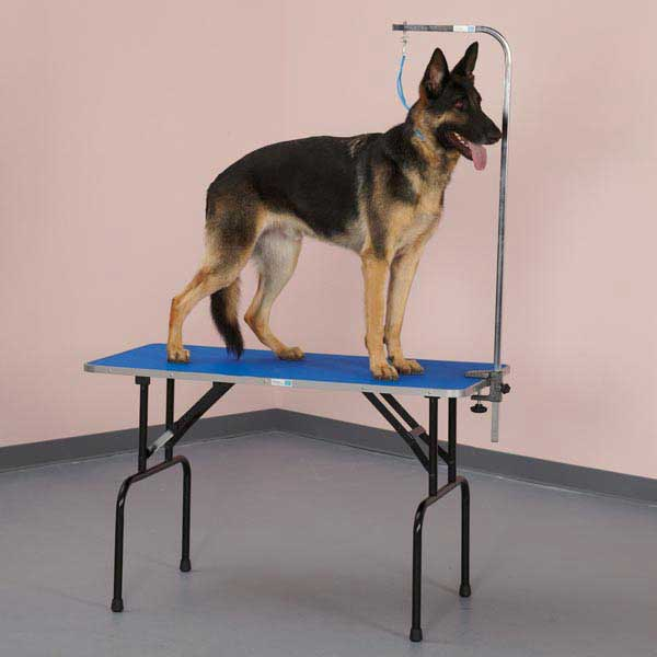 Grooming Table - Master Equipment™ Grooming Table features:Easy-to-clean, non-slip, pebbled rubber surface¾