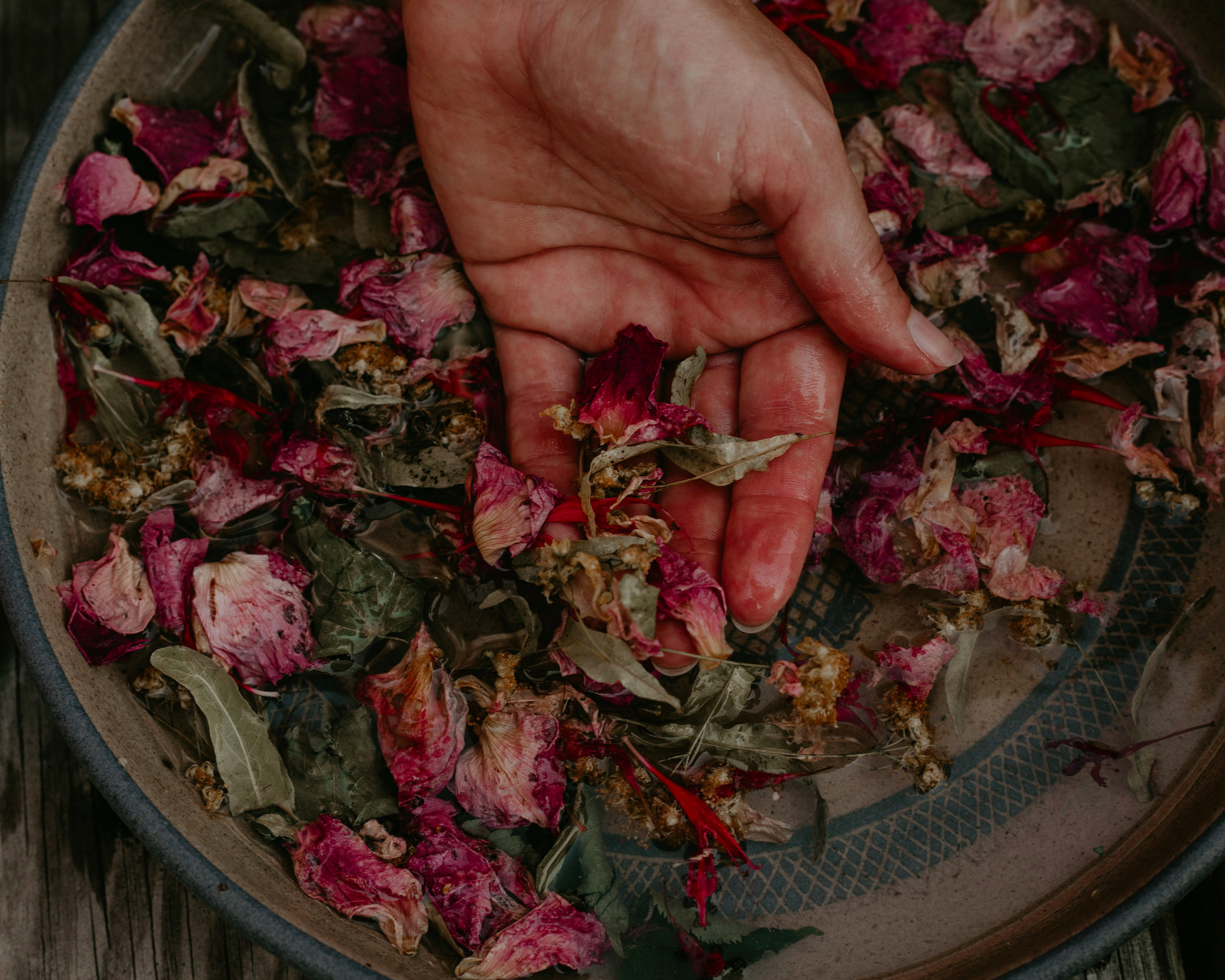 Herbal Spa - Personalized spa for face, hands and feet with hand made herbal products. Retreat, workshops, private groups, planned events.