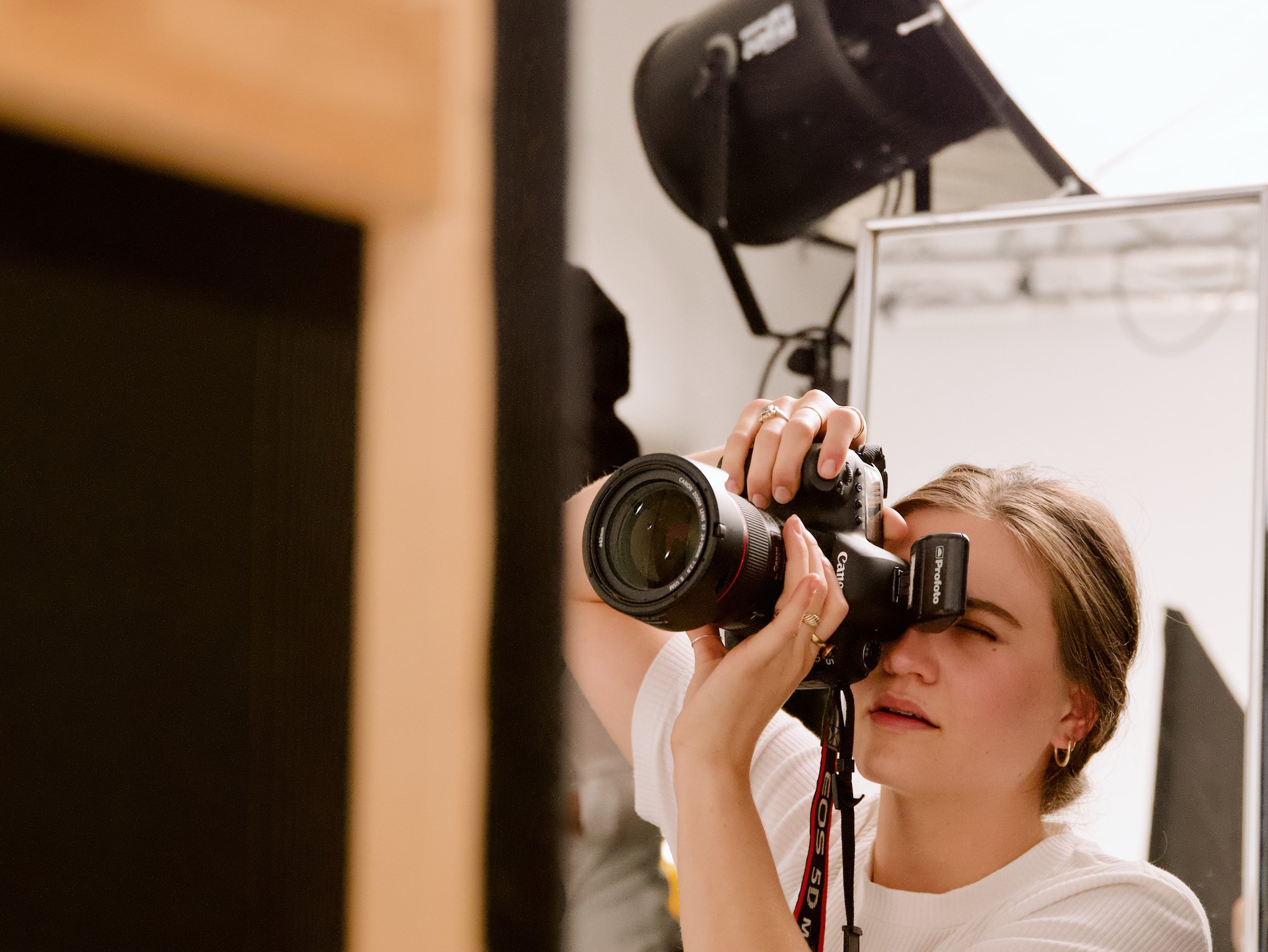 Photography - Stunning photos for your presence. ——————————-Unsere Arbeiten sind facettenreich & artsy. Storytelling, Tiefe, professionelle Technik & high-end Retouch, erlauben es uns viele Bereiche der Fotografie abzubilden. Künstlerisch, konzeptionell, corporate.