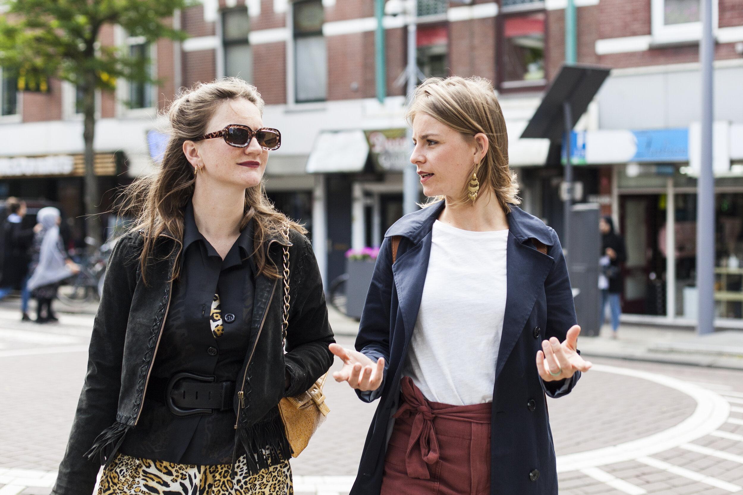 Reportage voor Sjaak Magazine over stylist Doris van der Molen (l). Foto gemaakt door Adriaan van der Ploeg.