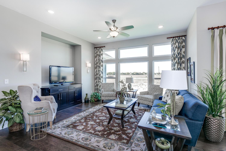 3303 N Judith St Wichita KS-large-006-49-Living Room-1500x1000-72dpi.jpg