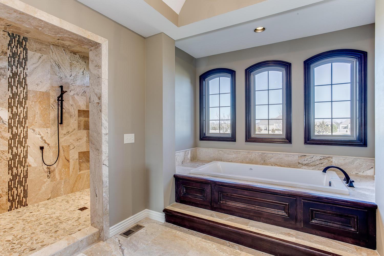 10505 E Crestwood St Wichita-large-030-33-Master Bathroom-1500x1000-72dpi.jpg