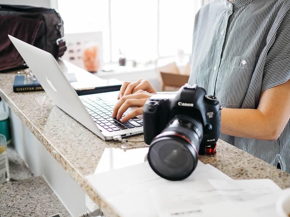 _Content creation - Behöver du hjälp med att skapa engagerande innehåll till ditt varumärke? Ateles erbjuder content creation som får din verksamhet att sticka ut. Innehåll som inspirerar och engagerar. Vi optimerar och paketerar innehållet så att det passar för alla dina kanaler.