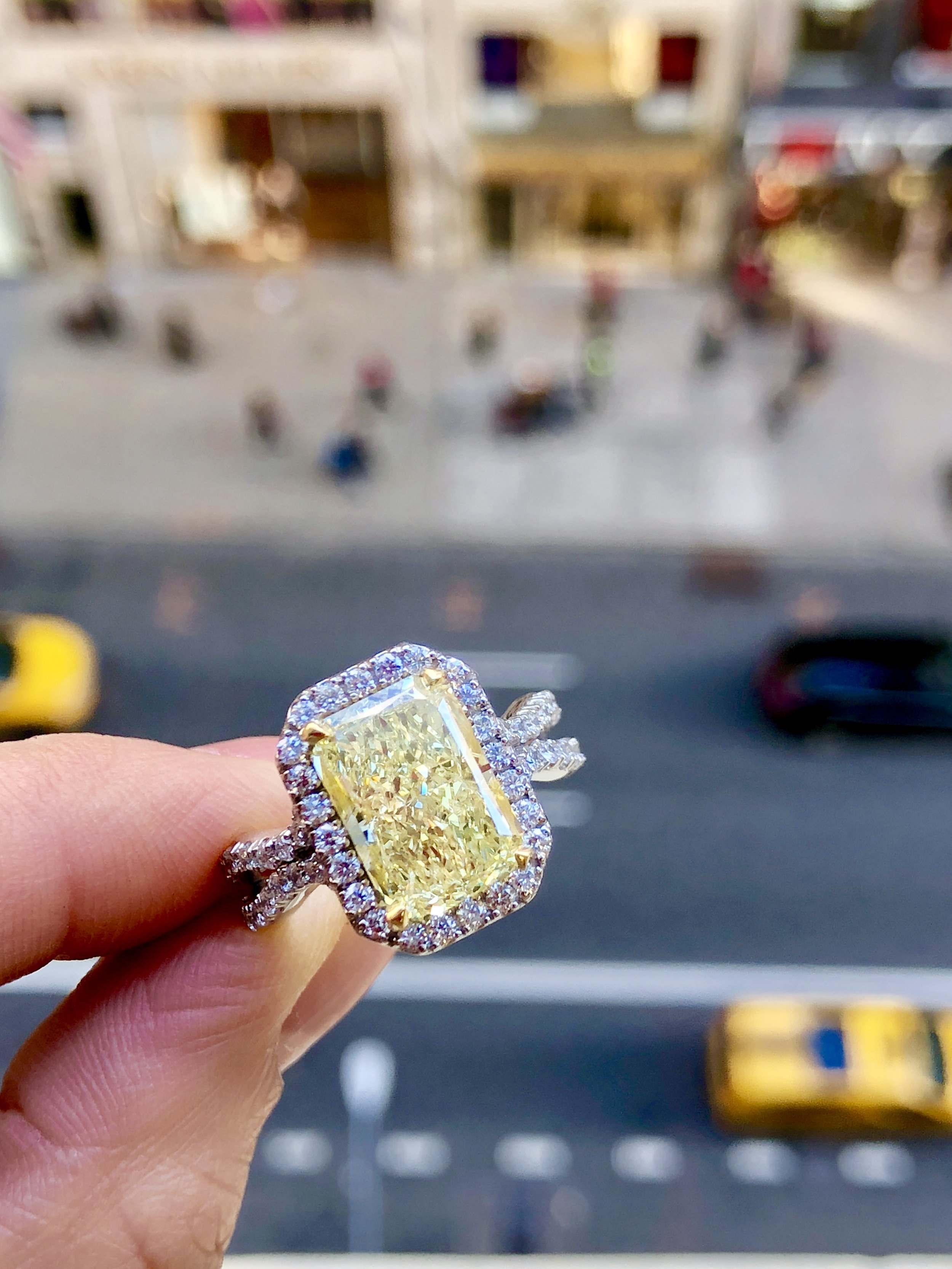 YELLOWA New York knockout. Bring out the bold sparkle with this elegantly elongated, and stunning yellow diamond masterpiece. -