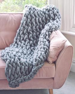 pink_velvet_sofa_grey_chunky_knit_blanket_1024x1024.jpg