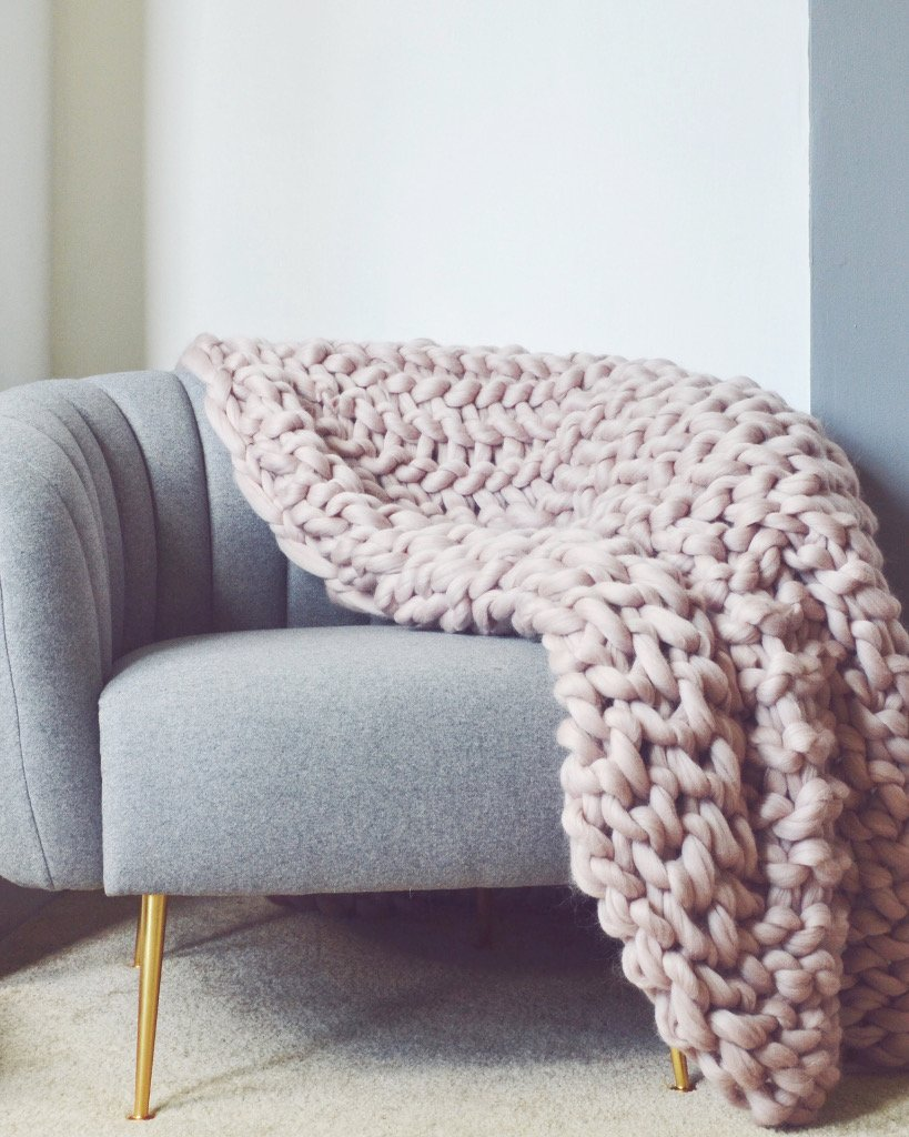 Pomme_Pomme_Extra_Large_Chunky_knit_blanket_in_mink_pink_1024x1024.jpg