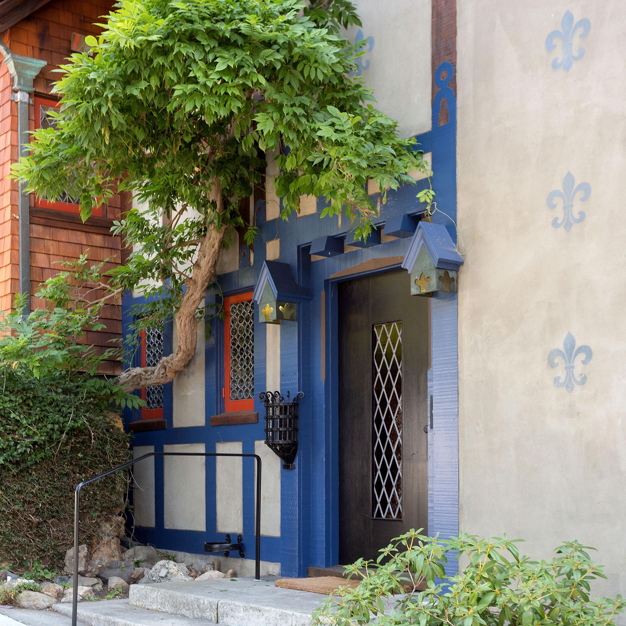 02 Front door detail.jpg
