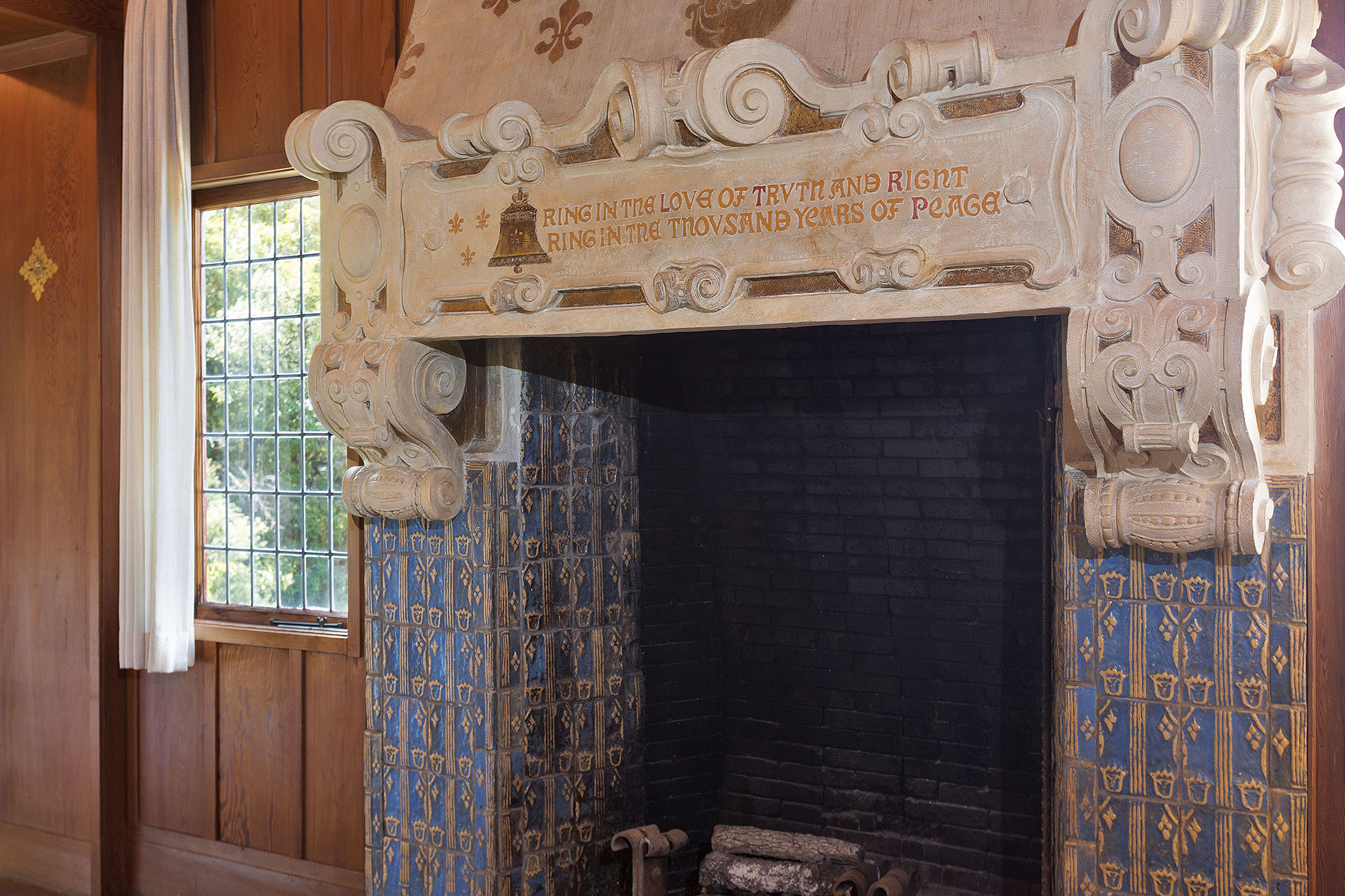 11 Liv fireplace detail.jpg