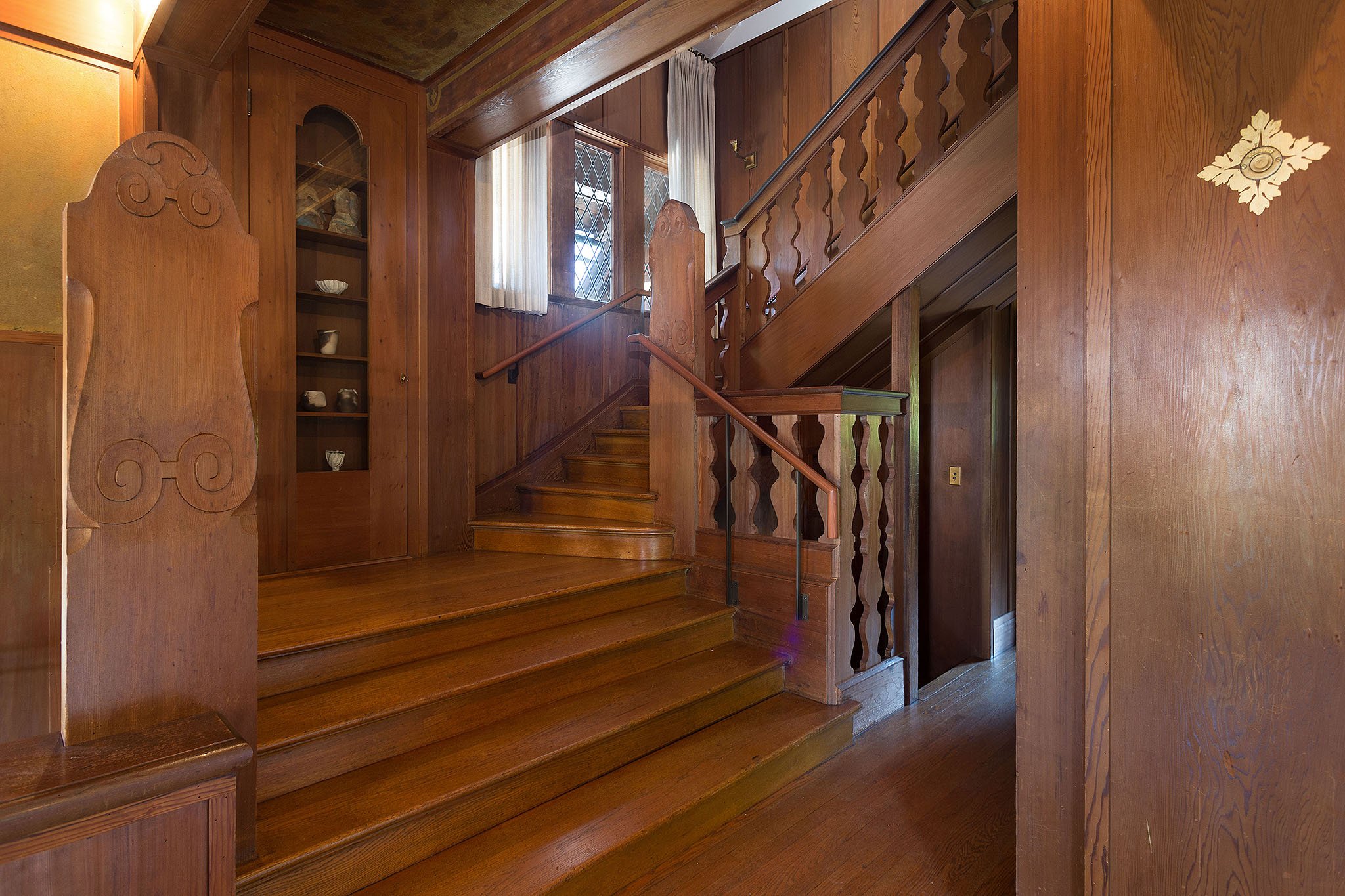 19 Staircase entry.jpg