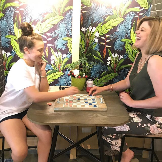 We love when sweet, wholesome moments happen like this at Bravo Rocco 😍 Make your own game board like this one at @arworkshoprva here in @stonypointfashionpark