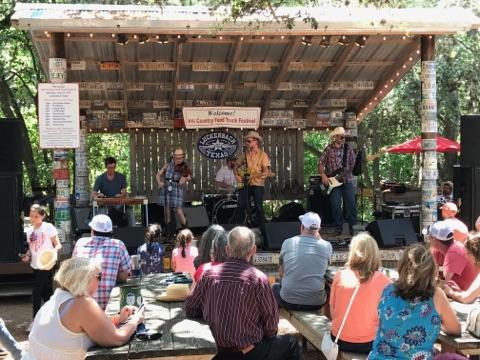 Luckenbach, TX  Photo by: @ranchosueno