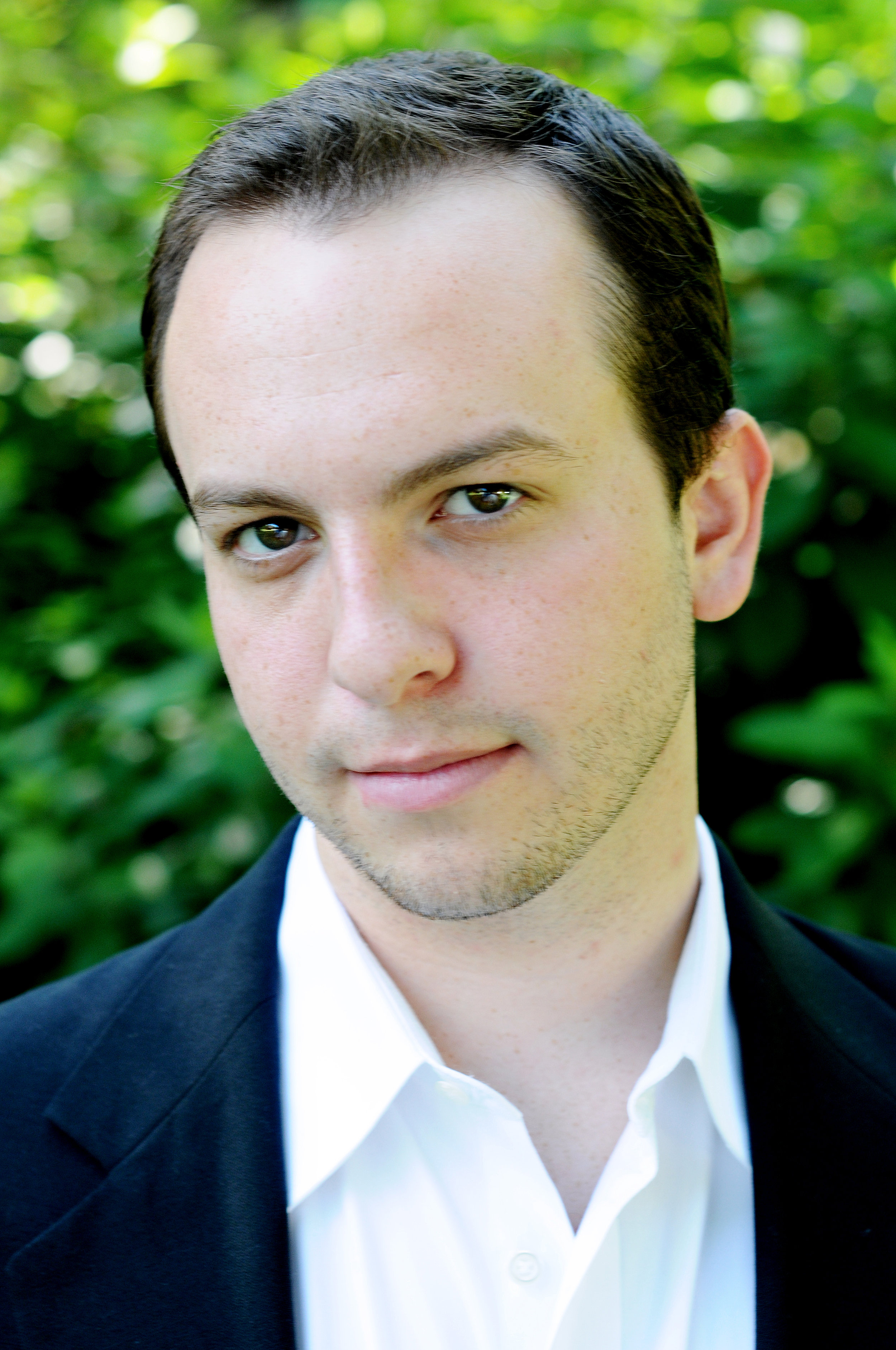 Andrew Miller - American baritone Andrew Miller (Escamillo) is known for his