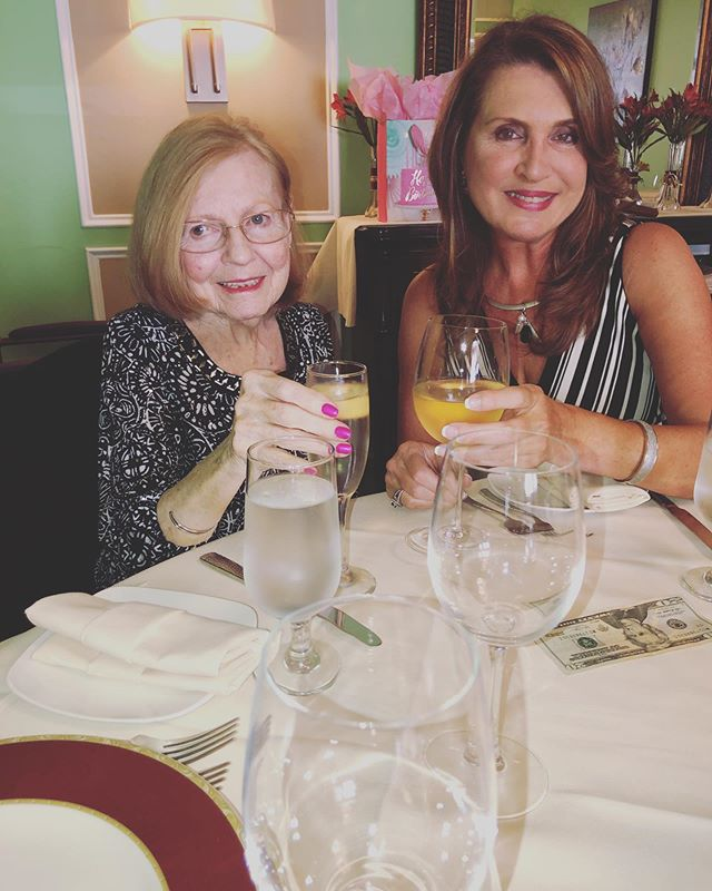 Great day celebrating my mom's 80th Birthday with my family in NJ! I feel so lucky to have such a great mom! 😍🎉🍾🥂 . . . #mom #happybirthday #family #eileencarlucci #redesignyourlifecoach #newjersey #metucheninn #metuchennj #loveumom #greatday #celebrate #80