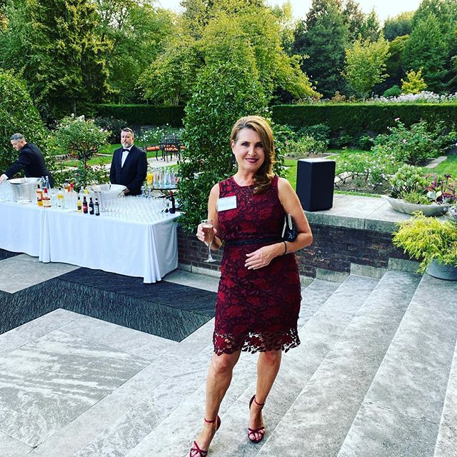 Amazing evening in DC last night!! . . #british #washingtondc #eileencarlucci #redesignyourlifecoach #greatevening #champagne🍾 #business #networking