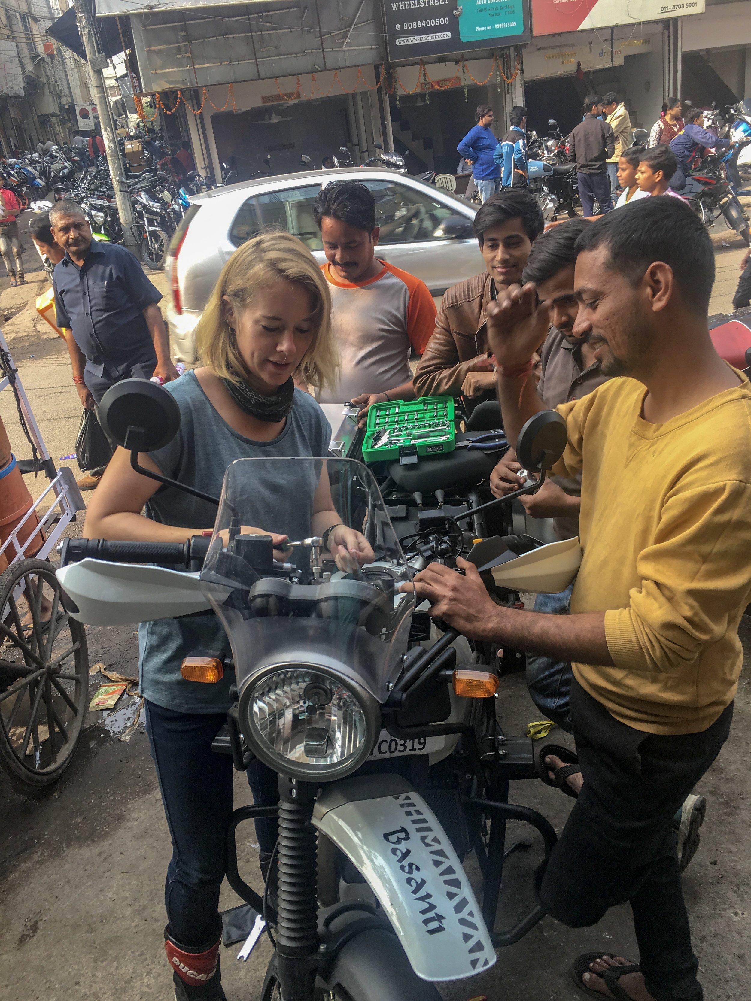 Getting mechanics class in Karol Bagh, New Delhi