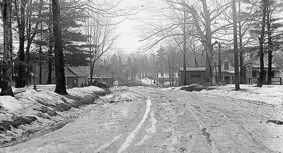 1916 - Mount Pleasant looking south to Merton Photo c/o  Chuckman Toronto Nostalgia