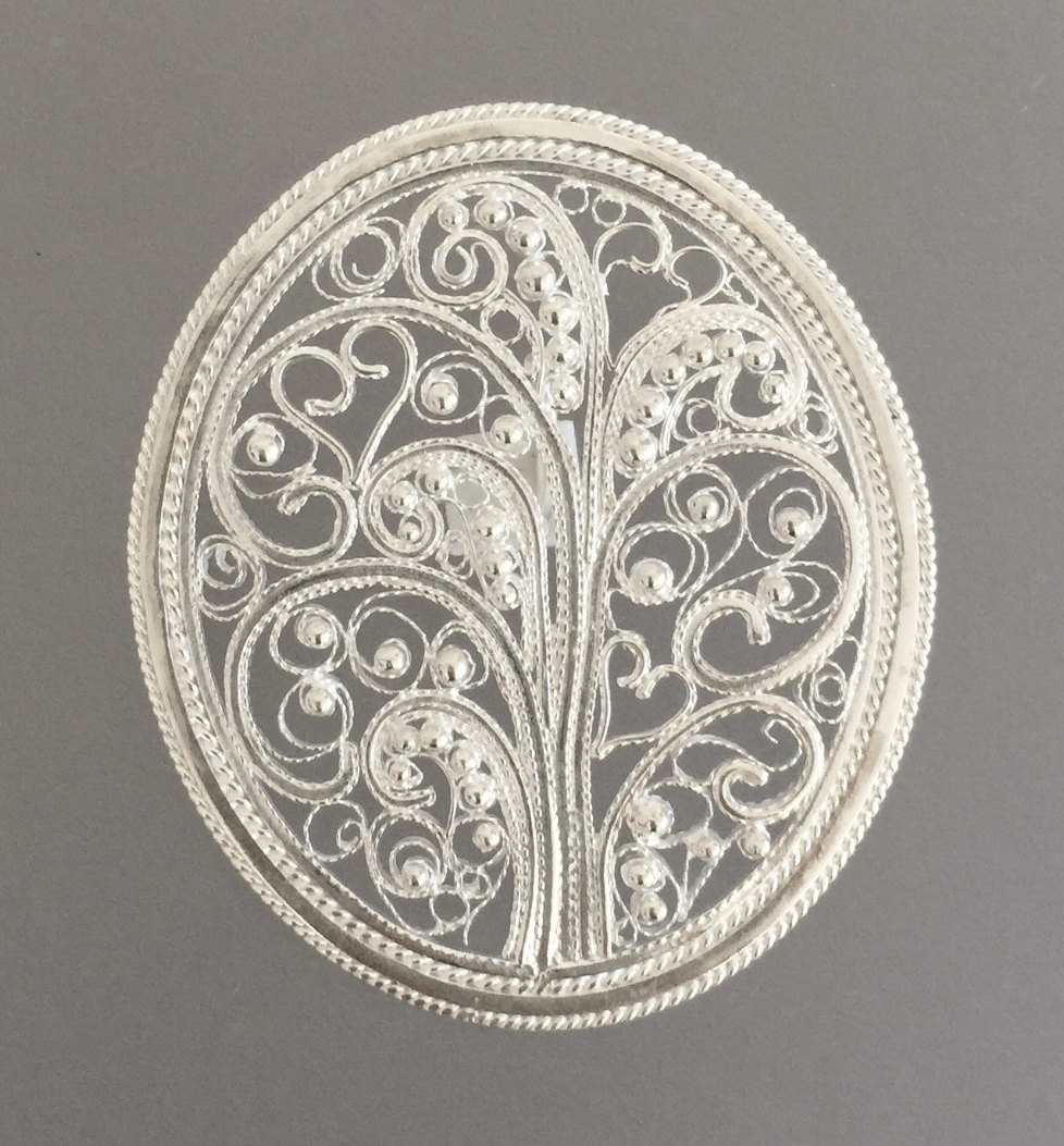 Oval Filigree Tree with Various Hearts and Balls