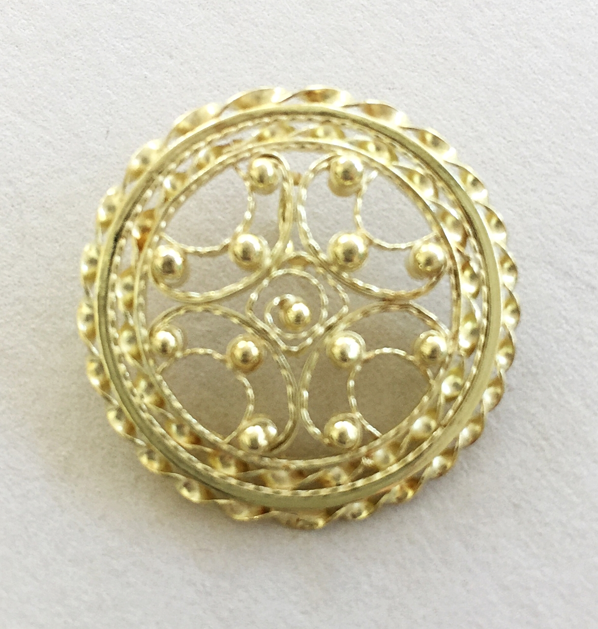 18K Gold Filigree Circular Pendant with Twisted Wire Border and Balls