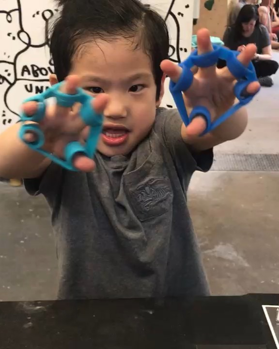 Let me see your war face!! 🤩🤩😁😁 . Had an amazing time during the comp at #brooklynbouldersqueensbridge ! . Thanks to everyone who came by and participated. 👍 . This awesome little man came by and showed us how to perform finger antagonistic training! 😁💪 . _ ⭐️Like if you want to see more⭐️ _ 💬Comment if you have questions or want to see a specific topic💬 _ 👍Share with your friends who may benefit from this post👍 . #brooklynboulders #thecliffslic #bouldering #climbing #rockclimbing #fitness #climbinglife #fitnessmotivation #mobility #strength #training #fitness #health #movewell
