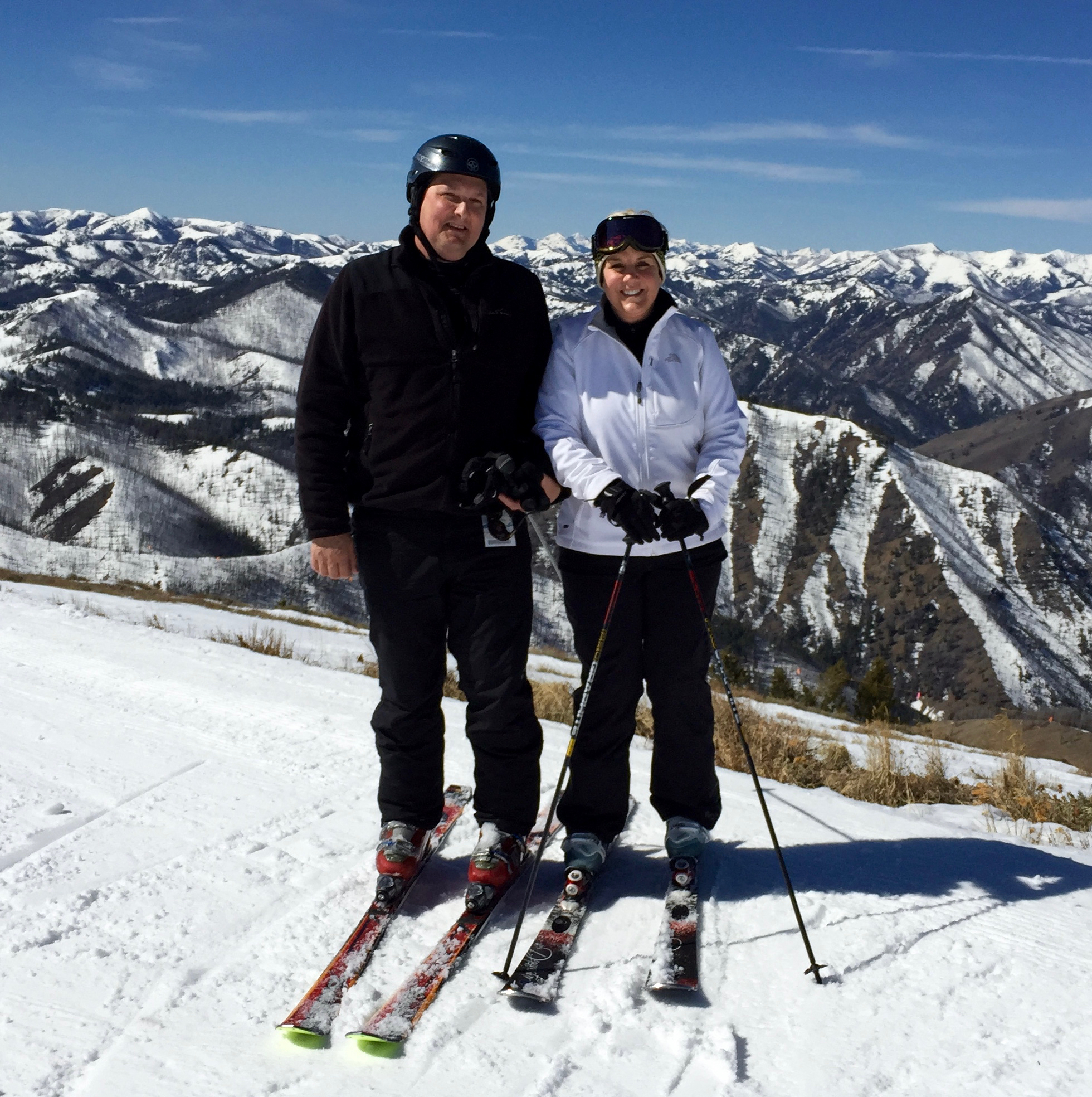 Mary&David Skiing.JPG