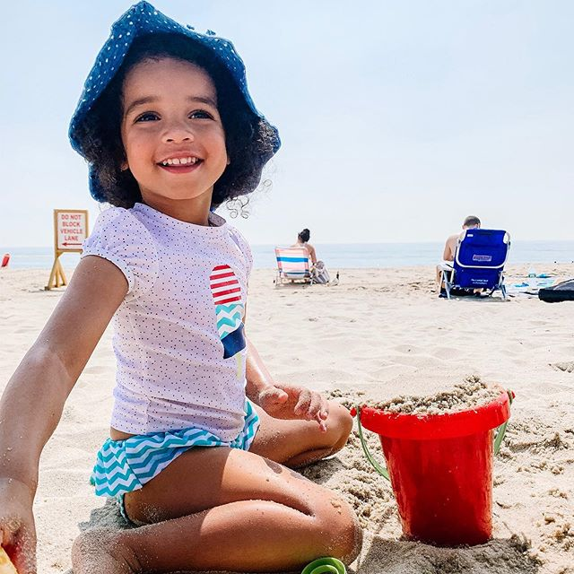 Currently in search of a unicorn summer trip: a quiet beach with no frills and a flat shore so Arya can play in the waves without being swept away 😂 Any suggestions? #momlife #momlifeco #thisismotherhood #newmom #toddlers #summertime #ohheymama #njmom