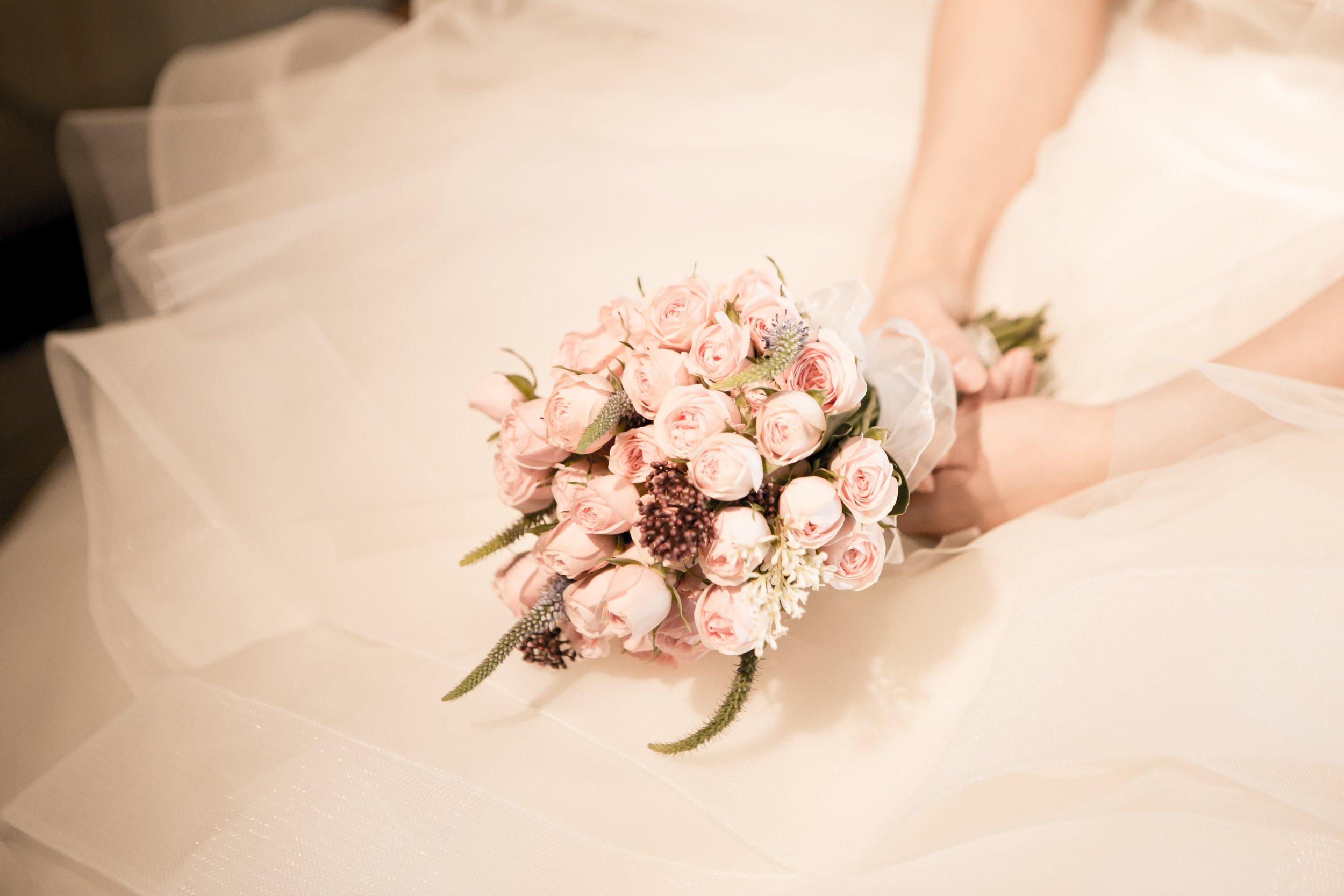 plant-woman-photography-flower-petal-bouquet-553572-pxhere.com.jpg