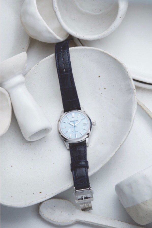THE WEEKEND AUSTRALIAN MAGAZINE 10 AUGUST, 2019 - THE WEEKEND AUSTRALIAN MAGAZINE featured this beautiful shoot of my work with some outstanding timepieces. Alway a delight to see ceramics featured in new and exciting ways. Click here to see the full feature.