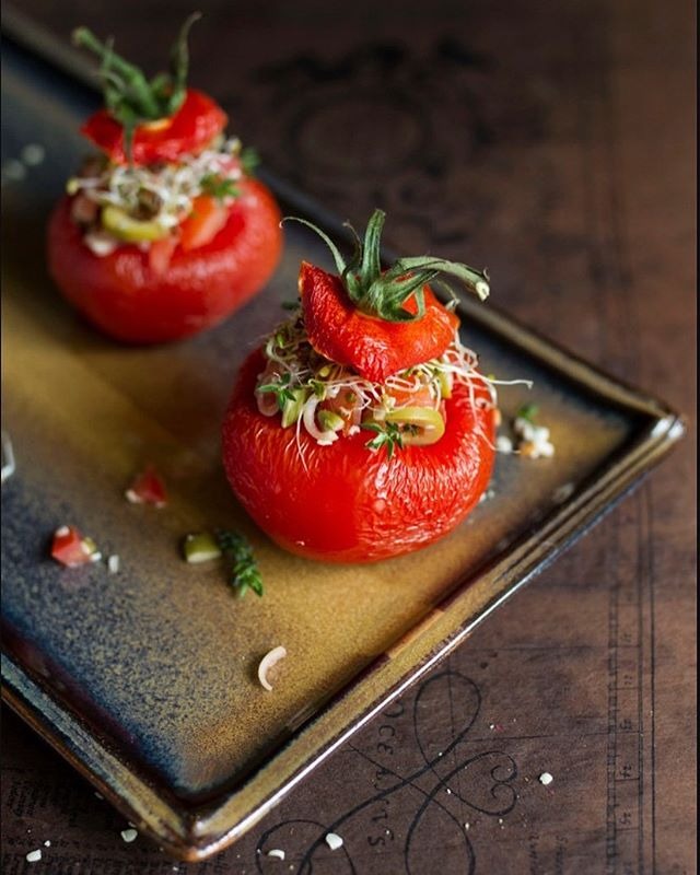 New recipe: Stuffed, dehydrated tomatoes. A brand new way to eat tomatoes, with a MOUTHWATERING stuffing. Want to know more? Hit the link in our BIO for this delicious, and easy to prep, recipe and much, much more. #food #veganrecipes #vegan #recipes #utopiarising #findingutopia #instafood #foodporn #healthyrecipes