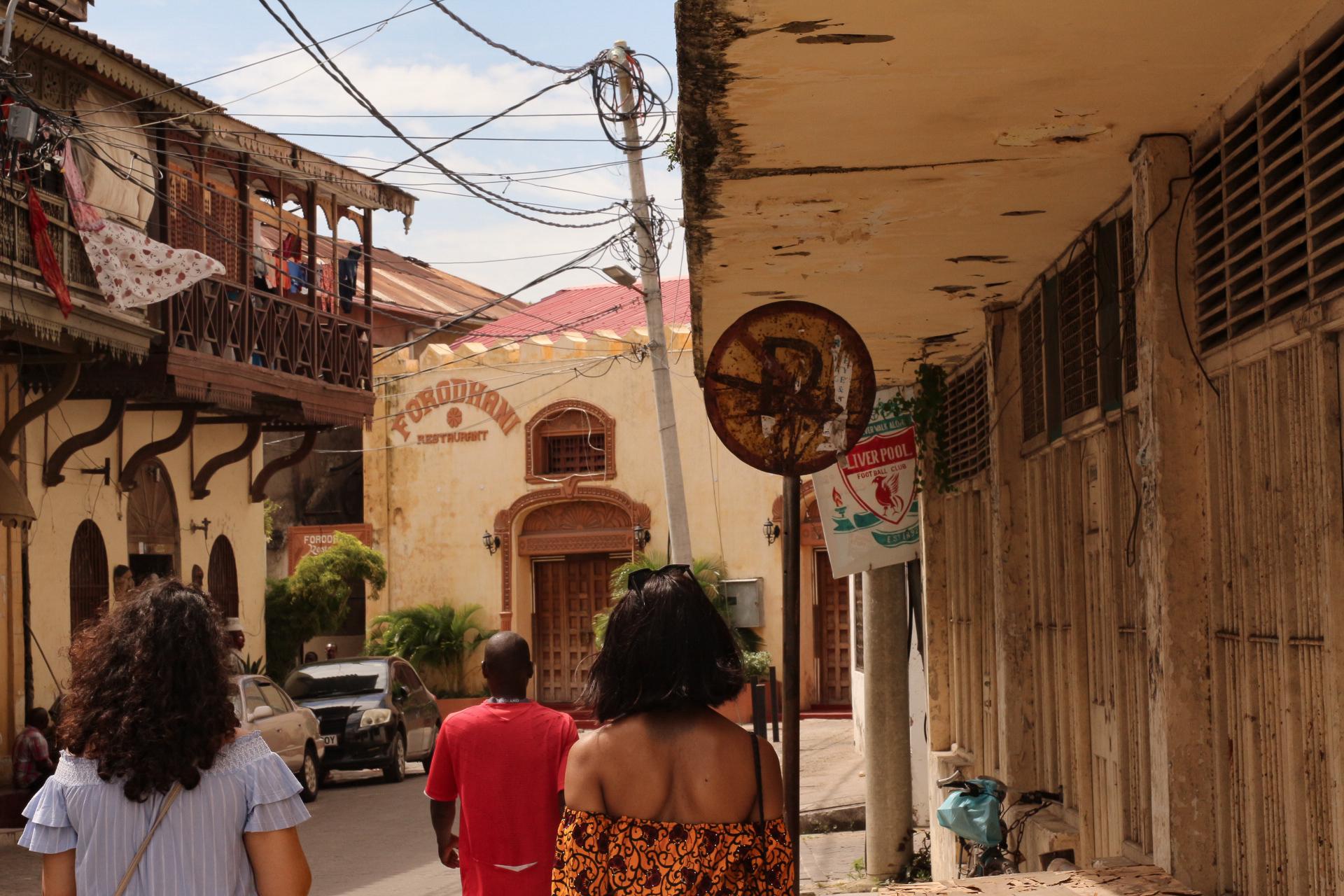 Entering Old Town..   Entrer Old Town