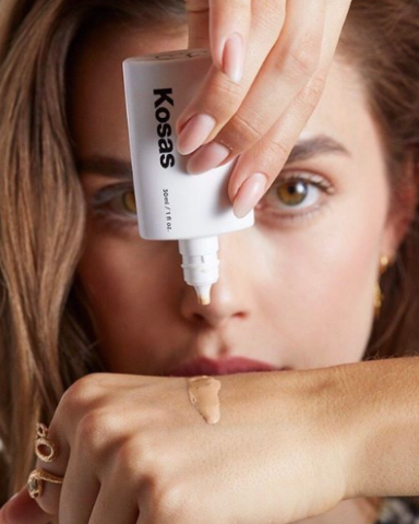 Kosas Tinted Face Oil instantly evens skin tone and erases any imperfections. Image source:  @Kosascosmetics