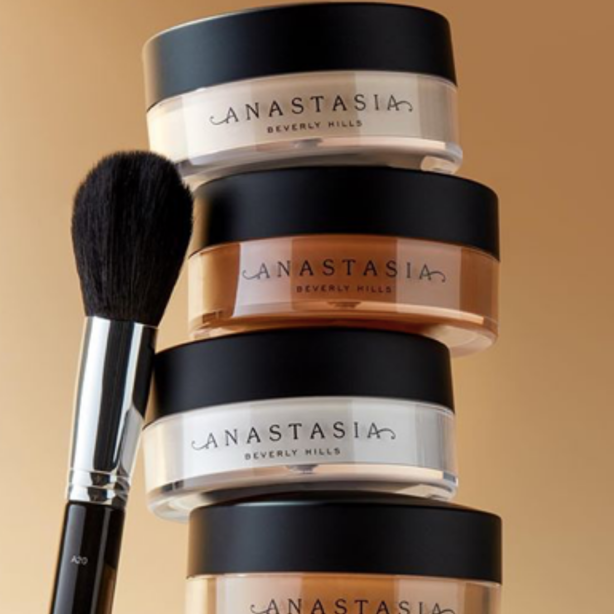 Anastasia Beverly Hills Loose Setting Powder helps to control oil and does not dry the under eyes. Image source:  @Anastasiabeverlyhills