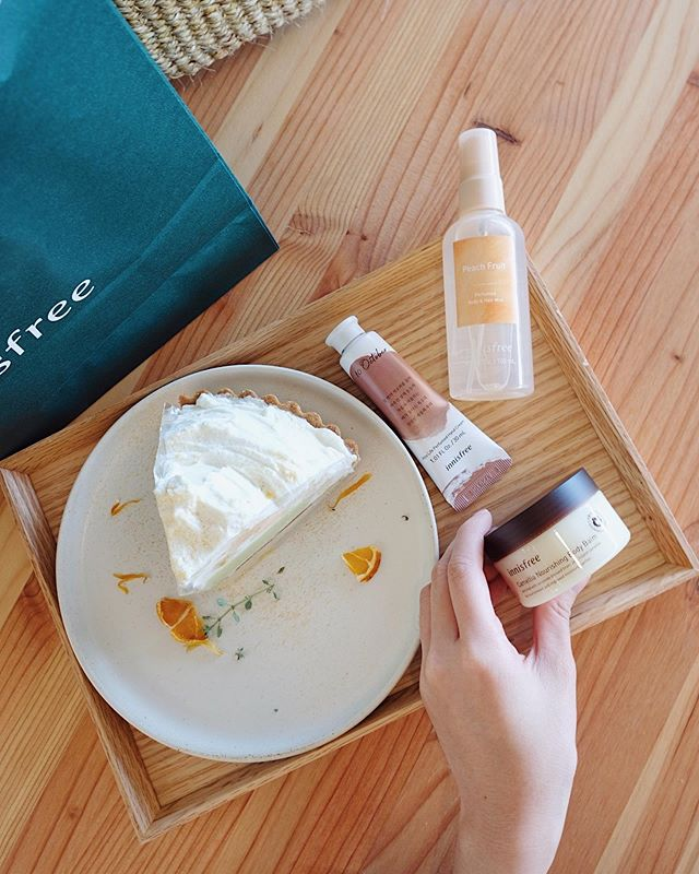 EXCLUSIVE GIVEAWAY: We went to Innisfree Jeju House and grabbed a few products for you to try! — How to participate: 1. Follow @layersofskins 2. Tag 3 friends 3. Optional: Comment your fav Korean beauty brand — Link in bio for full details 🌿 Look out for our Instastories this week for more surprise giveaways (don't miss it, it's yummy!)