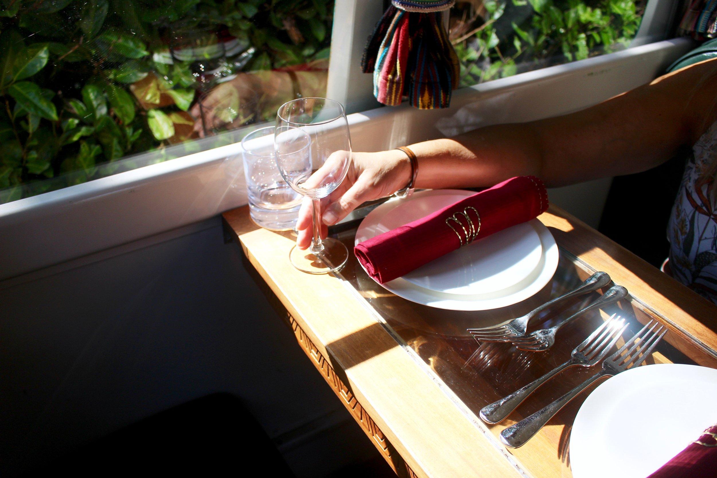 Table_settling_guicha.jpg