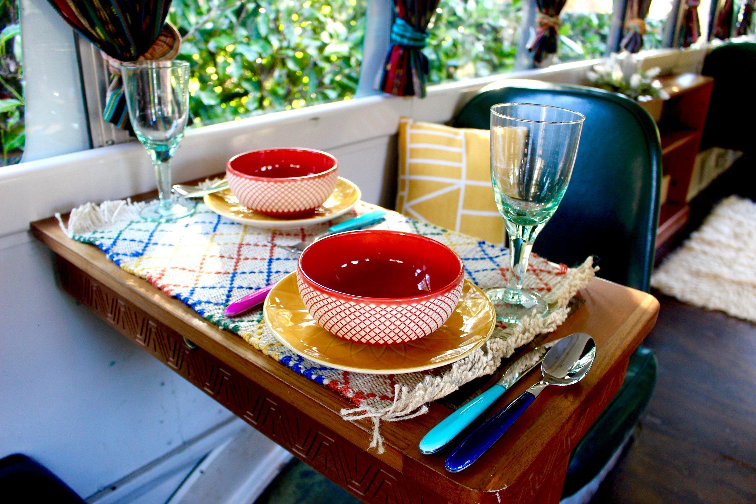 Colourful_table-setting.jpg