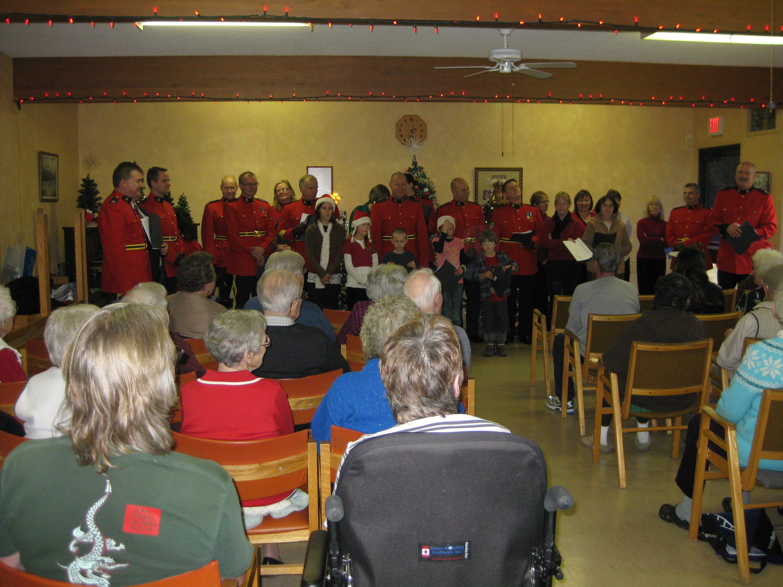 entertainment - Local singers and bands come in and entertain the tenants