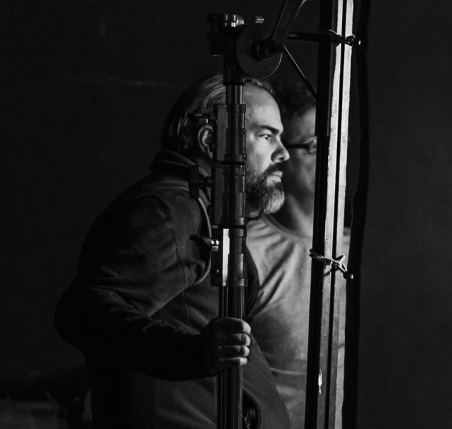 Pedro Uranga- DOP      Pedro nos acompaña desde hace ya un tiempo. Un director de foto con mucho oficio, ha manejado negativo, muy a favor de rodaje y escrupuloso siempre con su trabajo y como se refleja en el de los demás. Por muy dificil que sea el reto, Pedro es una garantía.    Mas Info  .