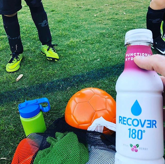 Who needs sliced oranges when you have RECOVƎR 180? Moms will thank us later. #drinkrecover ⚽️ 🥅 🍊 @pursuingthepassion